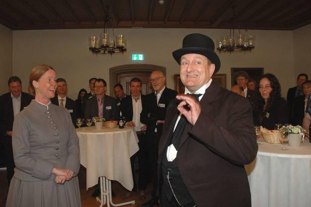 Ida und Friedrich Effinger bei ihrer Ankunft im Brugger Rathaussaal. Sie wollen wissen, wie es den Bruggern und ihrer Firma denn heute so gehe.