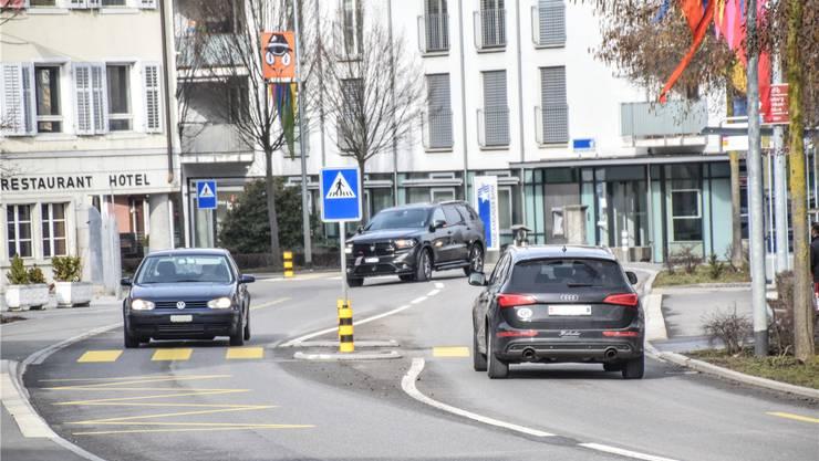 Der Knoten Mitteldorfstrasse/Anglikerstrasse in Villmergen ist stark befahren und von der Verkehrssicherheit her alles andere als optimal.