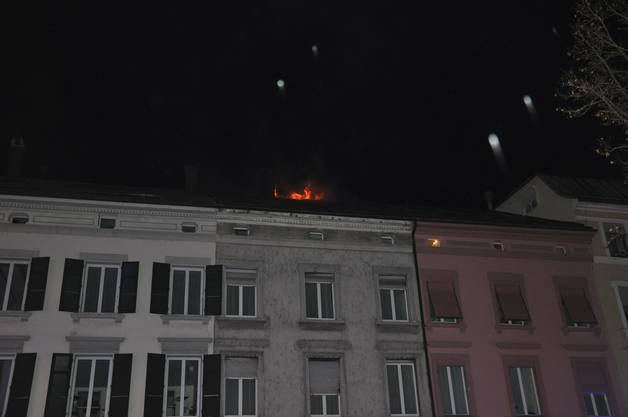 Die Brandursache ist noch unklar und wird derzeit durch Spezialisten der Kantonspolizei Solothurn untersucht.