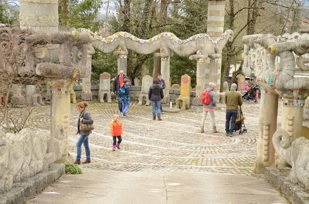 Überall im Skulpturenpark tummelten sich gestern Nachmittag wieder Kunstinteressierte und Familien.