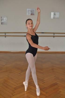 Als eine von zwei Schweizerinnen hat sie sich in ihrer Alterskategorie für den Dance World Cup in klassischem Ballett qualifiziert.