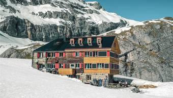 In der Lämmerenhütte im Wallis wandeln seit Anfang Jahr Würmer die Fäkalien in Kompost um. Dabei wird die Masse um 90 Prozent reduziert.Hanspeter Bürgi
