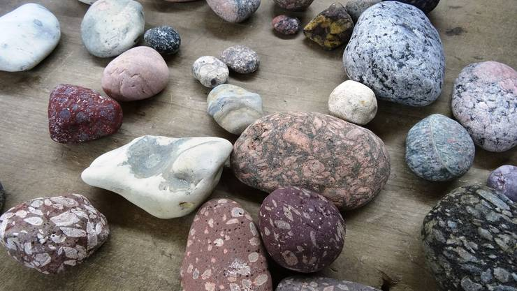 Steine warten auf die Bearbeitung