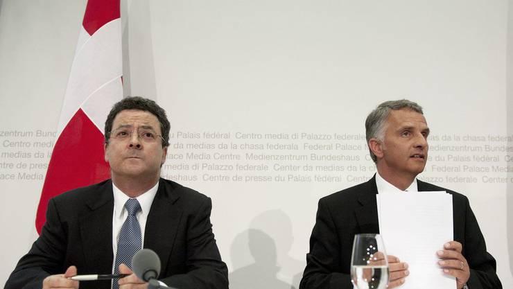 Aussenminister Didier Burkhalter (r.) und Staatssekretär Yves Rossier.