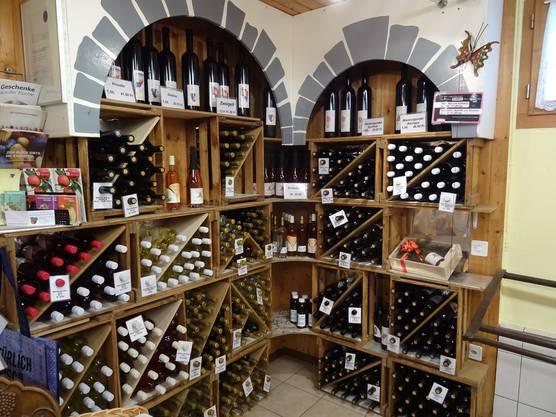 Im Hofladen des Schryberhofs in Villnachern gibt es Wein zu kaufen.