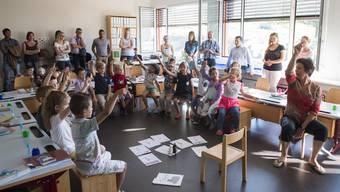 Schulanfang Remetschwil: Kinder und Lehrpersonen nehmen neues Schulhaus in Betrieb