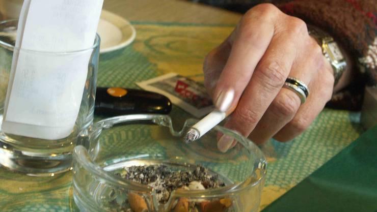 Wirte wollen Rauchverbot via Urne lockern
