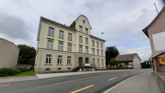 Das ehemalige KV-Schulhaus in Reinach.