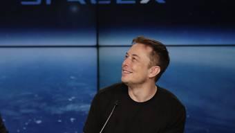 Tesla-Unternehmer Elon Musk hat am 1. April 2018 sein Unternehmen halb scherz-, halb ernsthaft aufs Korn genommen. (Archiv)
