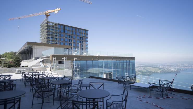 Prächtige Aussichten: Noch ist das neue Fünfsternhotel Bürgenstock im Bau. Der gläserne Ballsaal über dem See ist vor allem etwas für Schwindelfreie.
