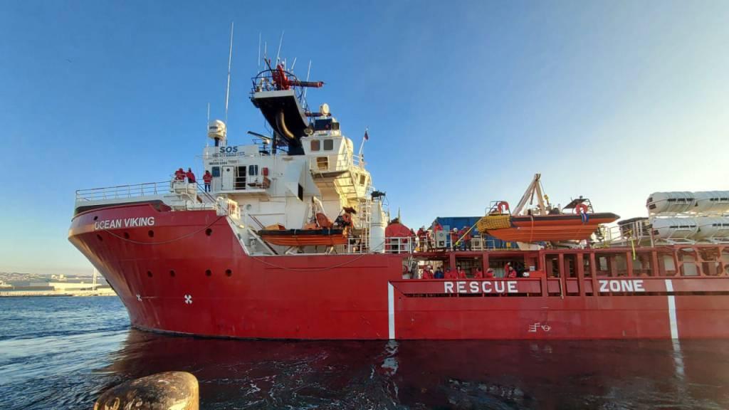 «Ocean Viking» darf mehr als 420 Bootsmigranten nach Sizilien bringen