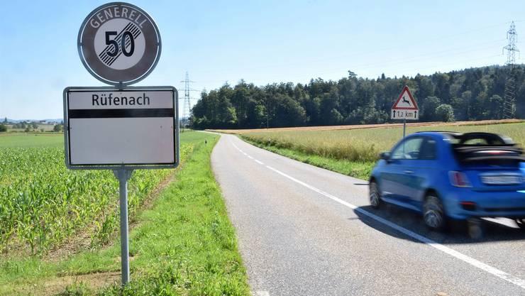 Die Kantonsstrasse zwischen Riniken und Rüfenach wird erneuert, parallel wird auf einer Länge von rund 1,9 Kilometern der Radweg erstellt.