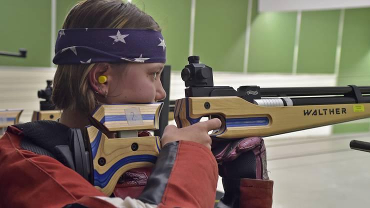 Volle Konzentration bei Fiona Kitanovic, die in der U15-Kategorie stehend frei mit 171 Punkten Rang 2 erreichte.