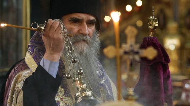 Der Metropolit der Serbisch-orthodoxen Kirche, Amfilohije, fährt mit hartem Geschütz ein (Archiv)