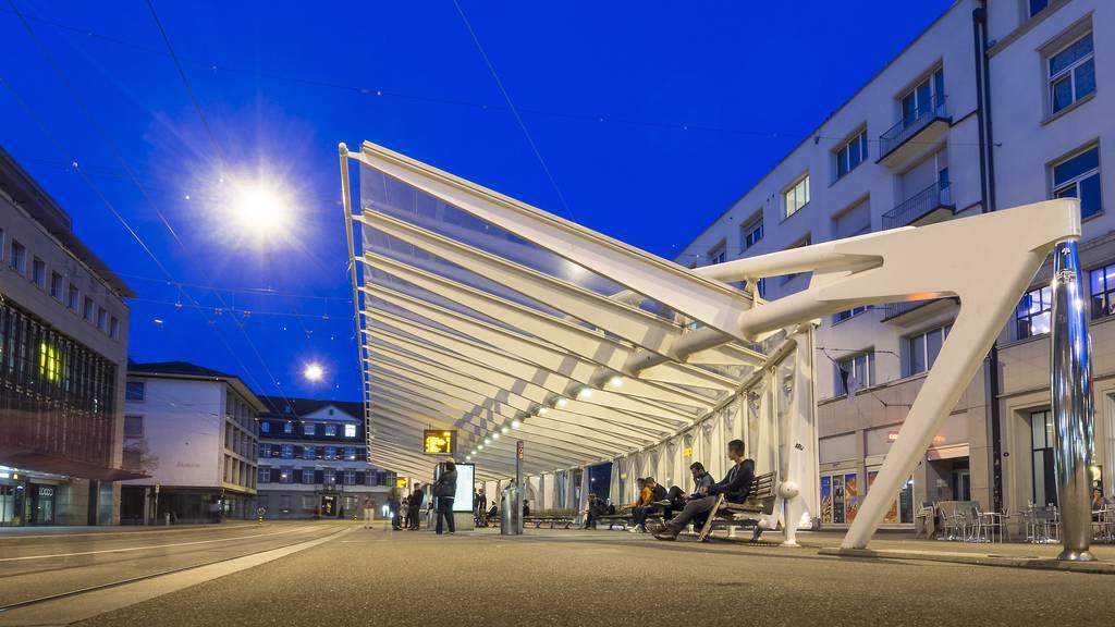 Polizei rettet Partygänger von Calatrava-Halle