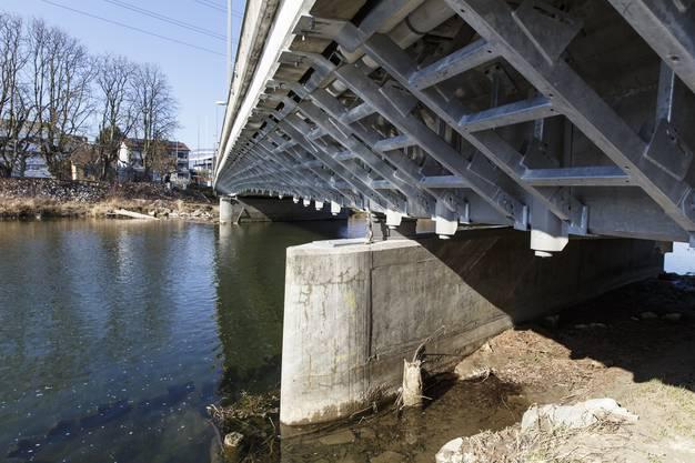 Verschalungen an der Emmebrücke in Biberist sollen bei Hochwasser sogenannte Verklausungen verhindern.