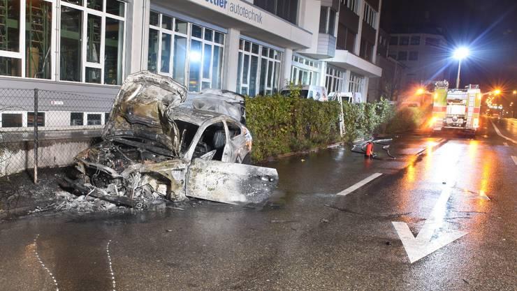2017 brannte der BMW des Täters auf der Bernstrasse nach einem Umfall komplett aus.