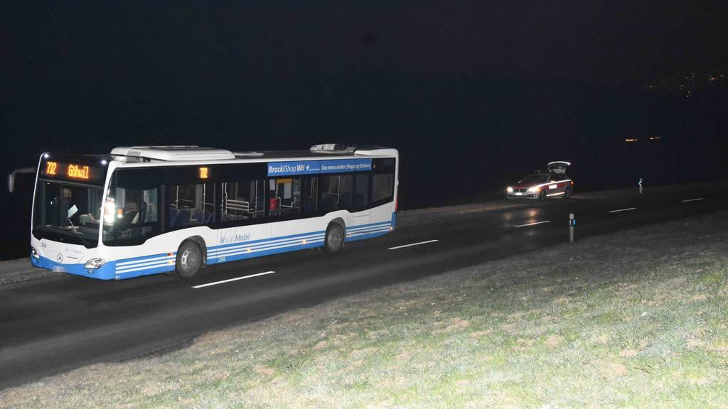 Betrunkene Autofahrerin crasht mit Bus zusammen und fährt weiter