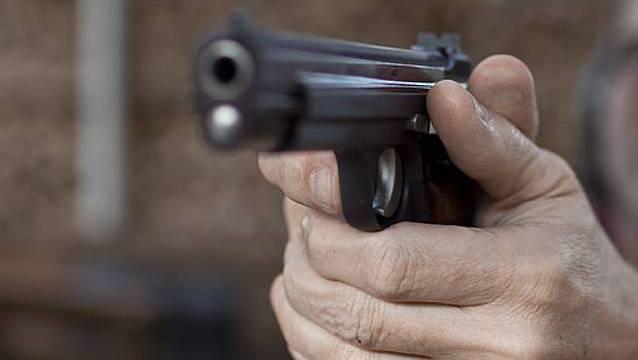 Der Mann überfiel am 6. November 2015 ein eine Tankstelle in Liestal mit einer Faustfeuerwaffe. (Symbolbild)