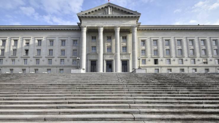 Das Bundesgericht hat entschieden: Trotz Heirat mit einer Schweizerin erhält der Mann aus Barbados keine Aufenthaltsbewilligung. (Archiv)