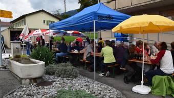 Aus Anlass des elfjährigen Bestehens des Volg in Lommiswil traf sich die Bevölkerung wieder einmal zu einem Fest, an dem während Stunden alle verfügbarenSitzplätze ausgebucht waren.