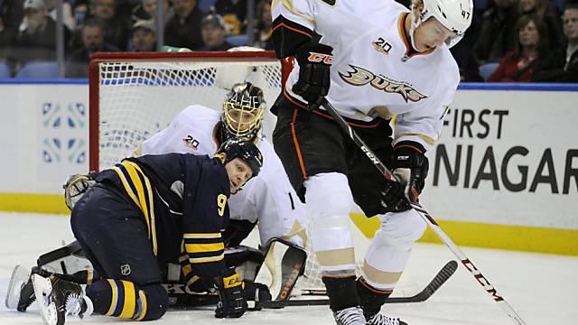 Jonas Hiller wehrte sich erfolgreich gegen die Sabres.