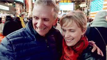 Harri Beutler mit seiner Frau Heidi auf dem Times Square in Manhattan. Hier lockt der Broadway mit seinen Theatern. SRF