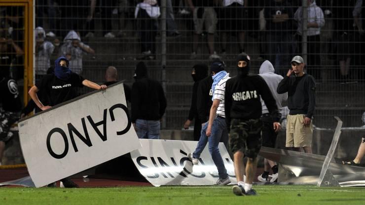 Maskierte Hooligans sorgten in Lugano für Chaos nach dem Schlusspfiff.  keystone