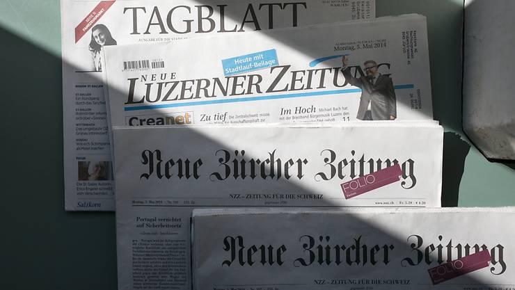 Die Kommentatoren der Schweizer Zeitungen lassen am Tag nach der Bekanntgabe der Einführung einer Schutzklausel durch den Bundesrat kein gutes Haar an dem Ansinnen. (Archiv)
