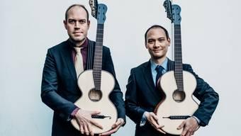 Das dänisch-schweizerische Duo Morat-Fergo mit seinen um drei Saiten ergänzten Wiener Gitarren.