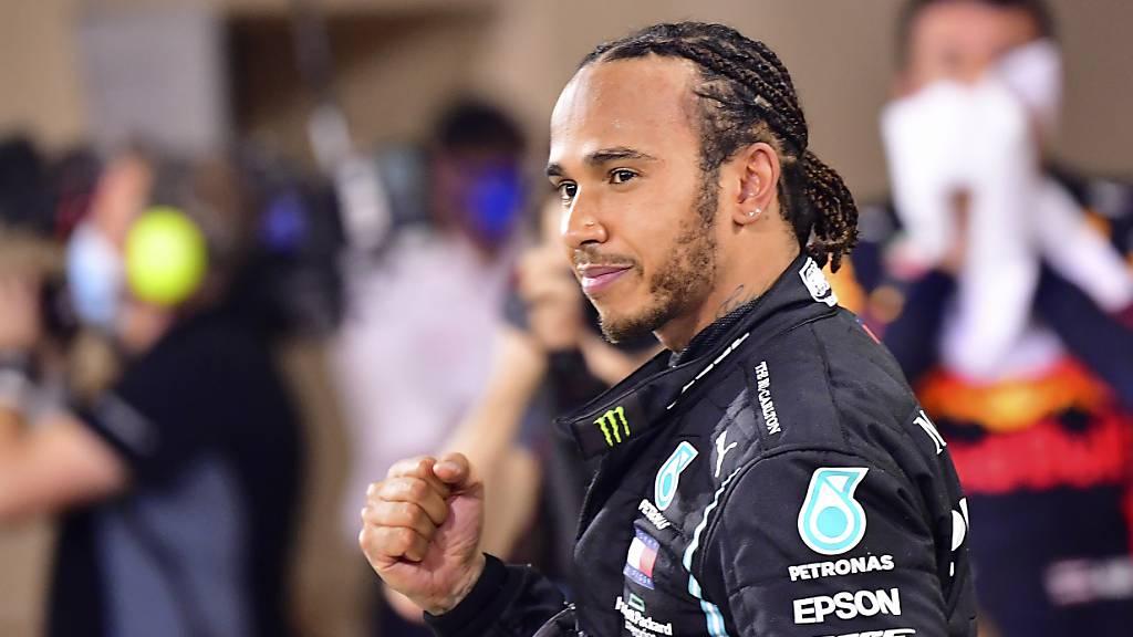 Hamilton ist zurück, Schumacher gibt Einstand