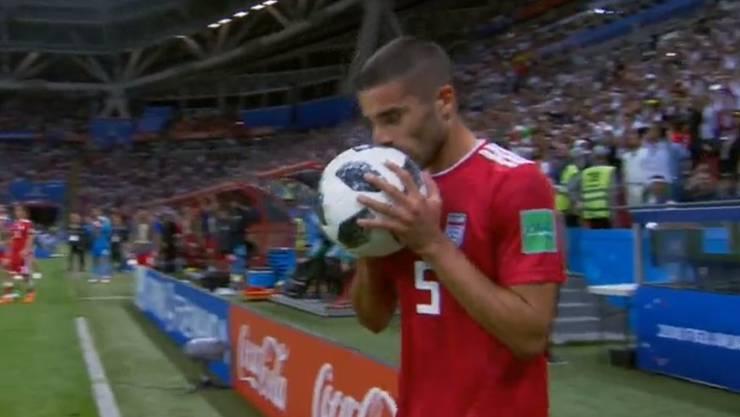 Da glaubt er noch fest daran, dass der Ball reingeht: Milad Mohammadi vor dem legendären Einwurf.