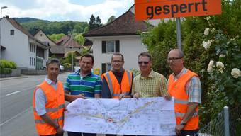 Giuliano Sabato (v. l.), Michael Hilfiker, Urs Dossenbach, Peter Zimmermann und Bruno Bühler präsentieren den Sanierungsplan.