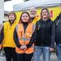 Kim Vollenweider (12), Ursula Moser (66), Mia Vollenweider (15), Philip Moser (67), Jacqueline (40) und Reto (43) Vollenweider (von links) sind bereit für den 100. Floh- und Antikmarkt am 1. März.