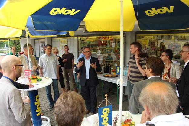 Werner De Schepper begrüsst die Gäste