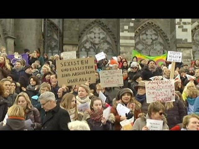 9. Januar: Hunderte Frauen demonstrieren in Köln gegen sexuelle Übergriffe.