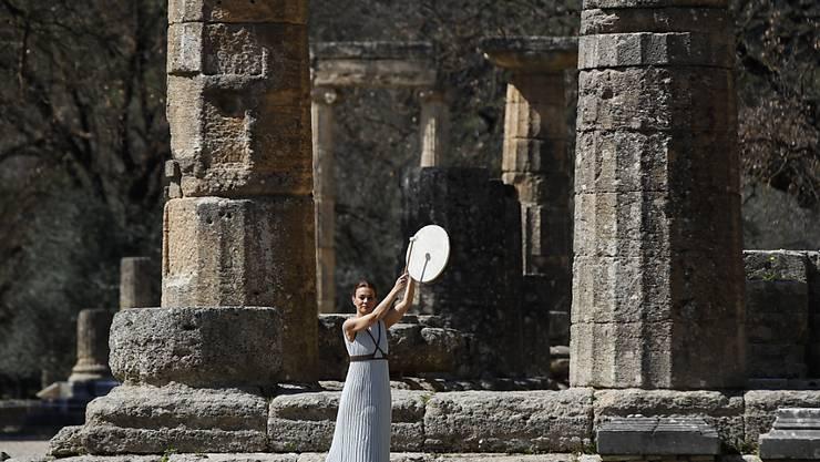 Die olmpische Flamme wurde traditionsgemäss in Olympia entzündet