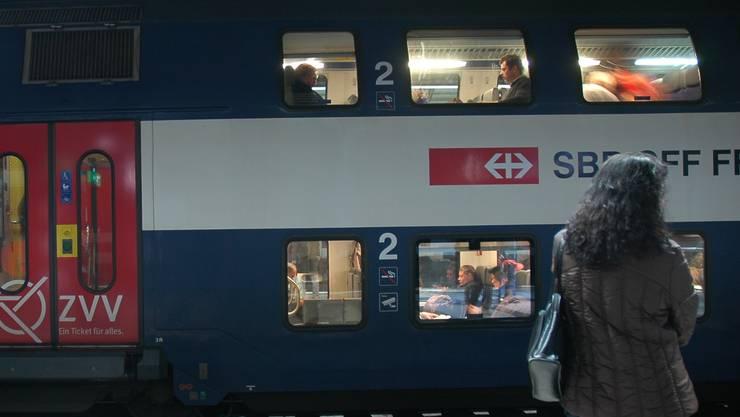 Passagiere fühlen sich auch in der Nacht sicher im ZVV-Gebiet.