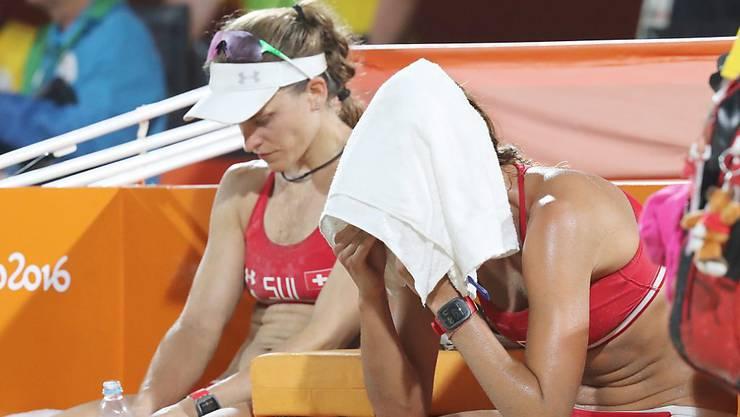 Enttäuschte Beachvolleyballerinnen: Nadine Zumkehr und Joana Heidrich (rechts) scheiterten in Rio denkbar knapp.