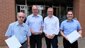Freuen sich über die allererste Chronik der Zürcher Planungsgruppe Limmattal (ZPL): ZPL-Vizepräsident Paul Studer (Oetwil), ZPL-Fachplaner und Chronik-Autor Heinz Schröder, ZPL-Präsident Otto Müller (Dietikon) und ZPL-Sekretär Matthias Räber.