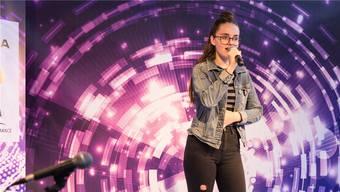 «Young And Beautiful»: Moira Häfliger auf der Bühne im Tägipark Wettingen.
