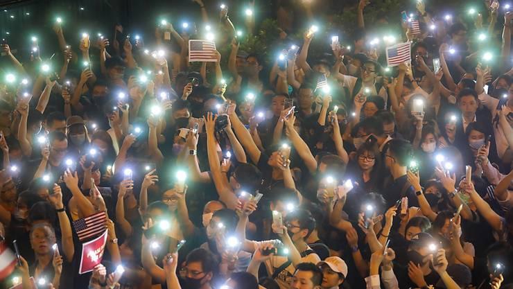 Das US-Repräsentantenhaus zeigte sich in einem Gesetzesbeschluss solidarisch mit den Anti-Regierungsprotestlern in Hongkong. (Symbolbild)