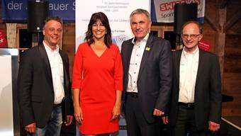 Der Aargauer Sportminister Alex Hürzeler (2.v.r.) mit Janine Geigele (2.v.l.), der Präsidentin des nationalen Verbandes, Kommissionspräsident Wolfgang Rytz (r.) und VASJ-Präsident Alexander Wagner (l.).