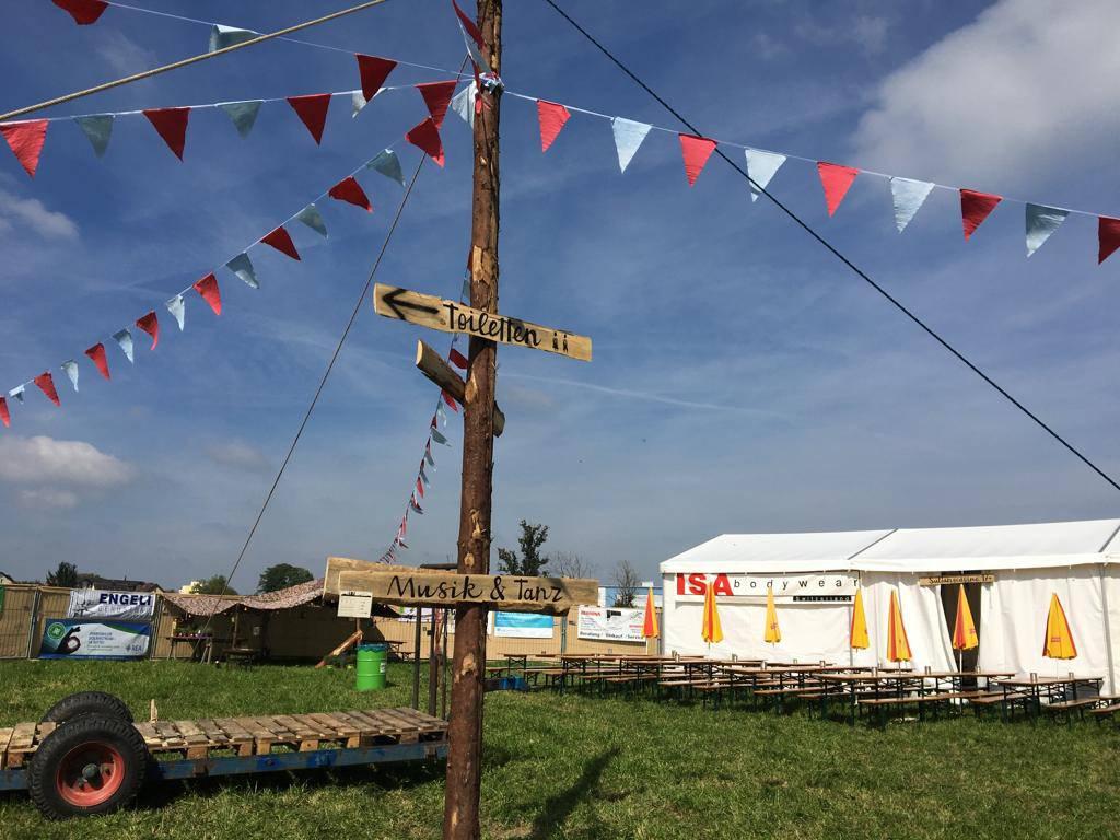 Mit viel Herzblut haben die Organisatoren während drei Tagen den Lagerplatz eingerichtet. (© zVg)