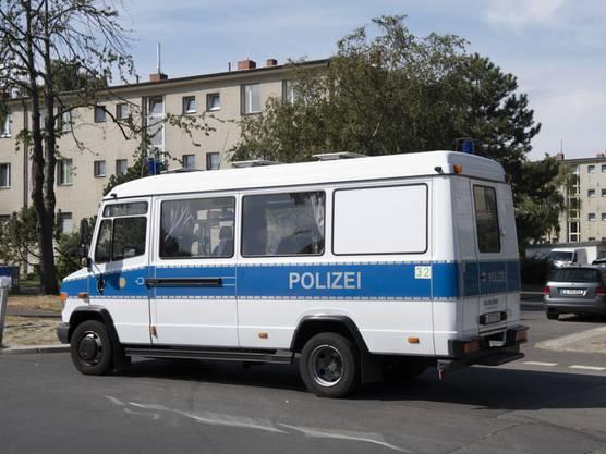 Die Polizei riegelte den Unfallort weiträumig ab. (Symbolbild)
