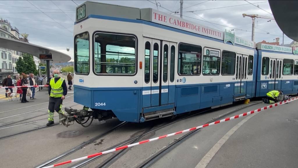 Zürich: Tram bei Central entgleist