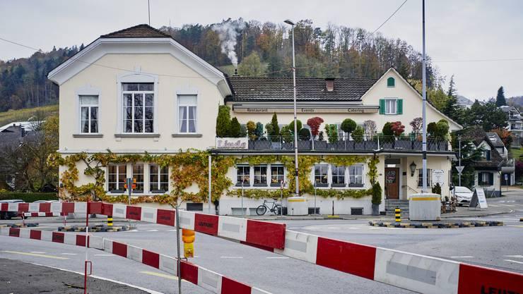 Während der ganzen Bauzeit können die Autos nur in Richtung Engstringen durch Weiningen fahren.