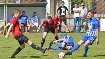 Oltens Captain Giovanni Gerardi am Boden. Der kampfstarke FC Wettingen zermürbte sein Team.