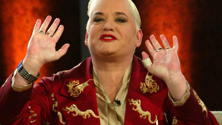 Die deutsche Entertainerin Hella von Sinnen geht nicht mehr in Beizen oder Discos, weil sie dort nicht rauchen darf. Auf Chilbis hingegen freut sie sich, wenn sie angesprochen wird. (Archiv)