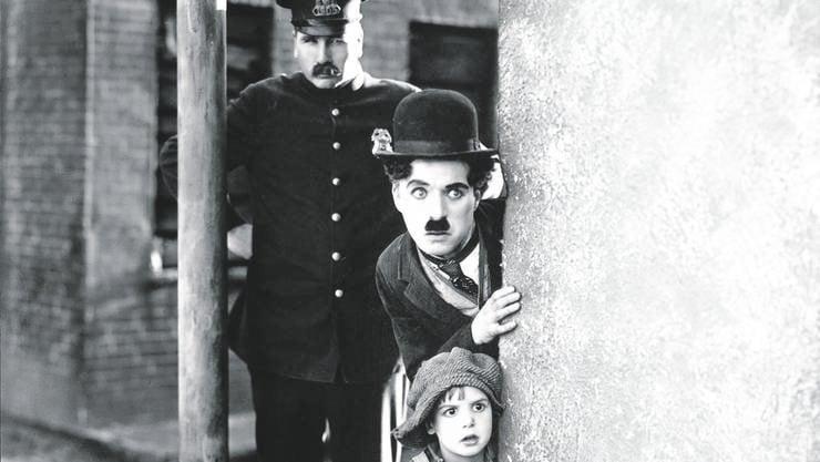 «The Kid» (1921), Chaplins erster längerer Film mit ihm selbst als «Tramp» und dem damals sechsjährigen Jackie Koogan als Kind.